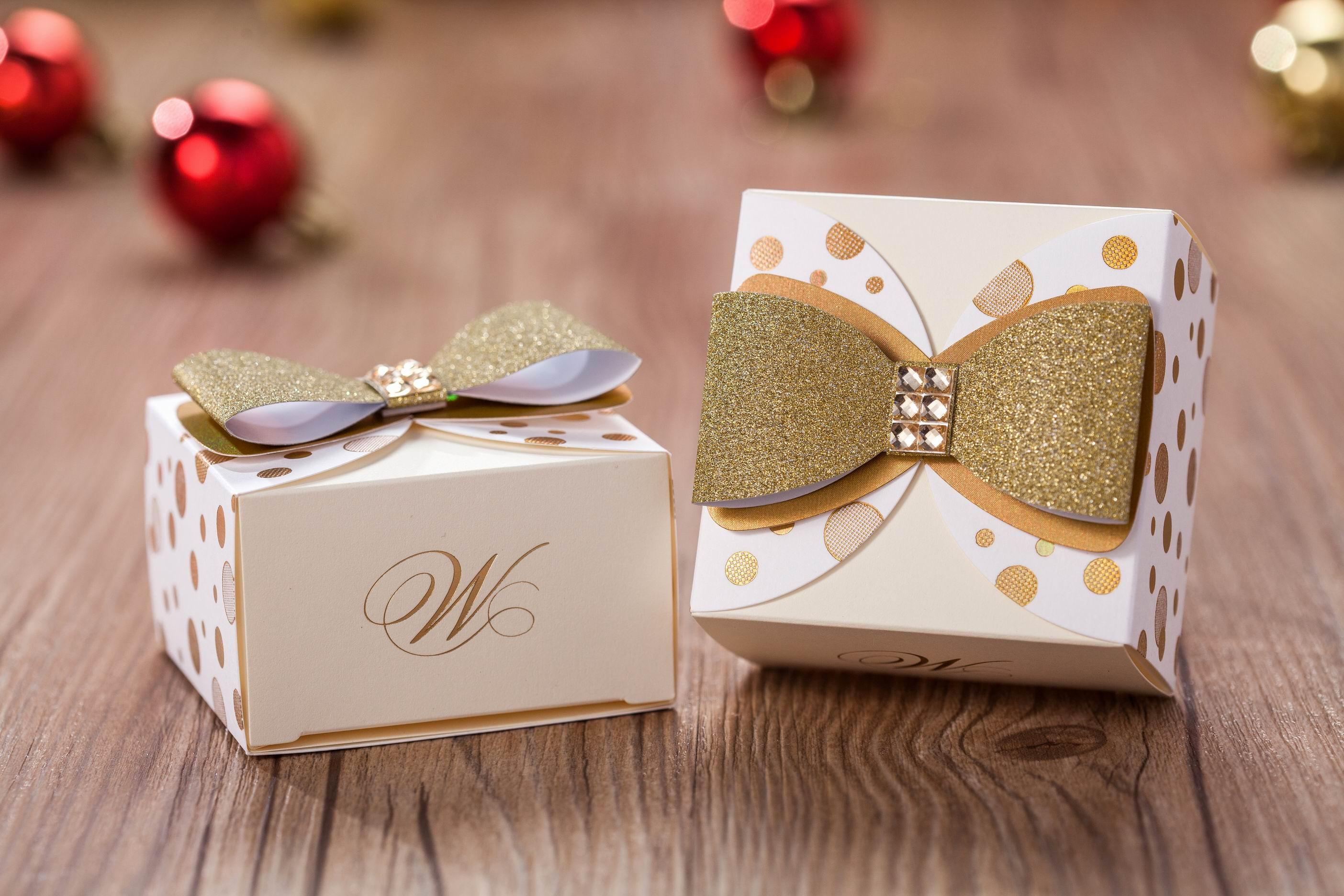 Google Image Result For Https Www Greenhandle In Blog Wp Content Uploads 2017 05 Choco Cover Jpg Wedding Gift Favors Wedding Gift Bags Best Wedding Favors